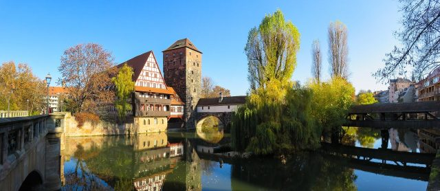 Eine Brücke in der Stadt Nürnberg
